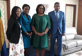 Le ministre Estelle Ondo entouré de l'équipe technique de l'UNFPA - ©