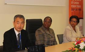 De gauche à droite, M. Keita OHASHI RR UNFPA, Mme Denise MEKAM'NE Ministre de la Santé, Dr. Marie-Therese VANE DG CHUL - ©
